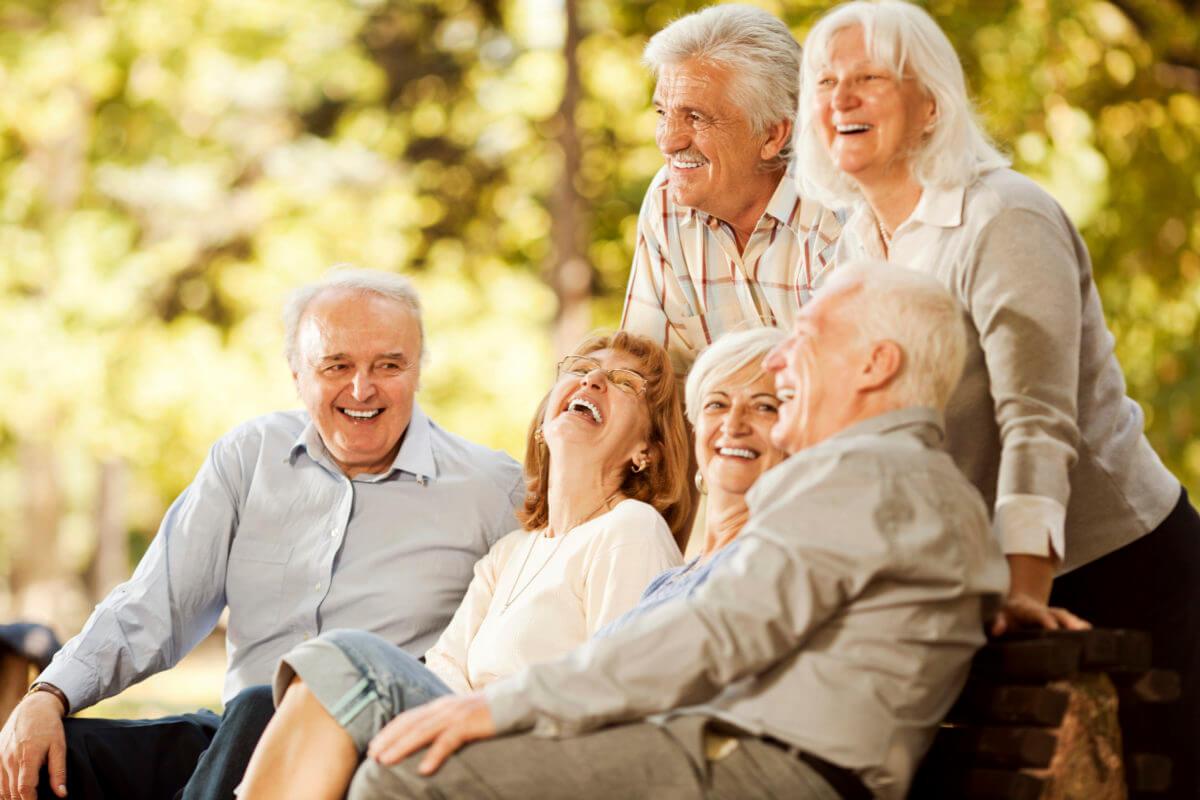 Картинки или фото с пожилыми людьми используются для