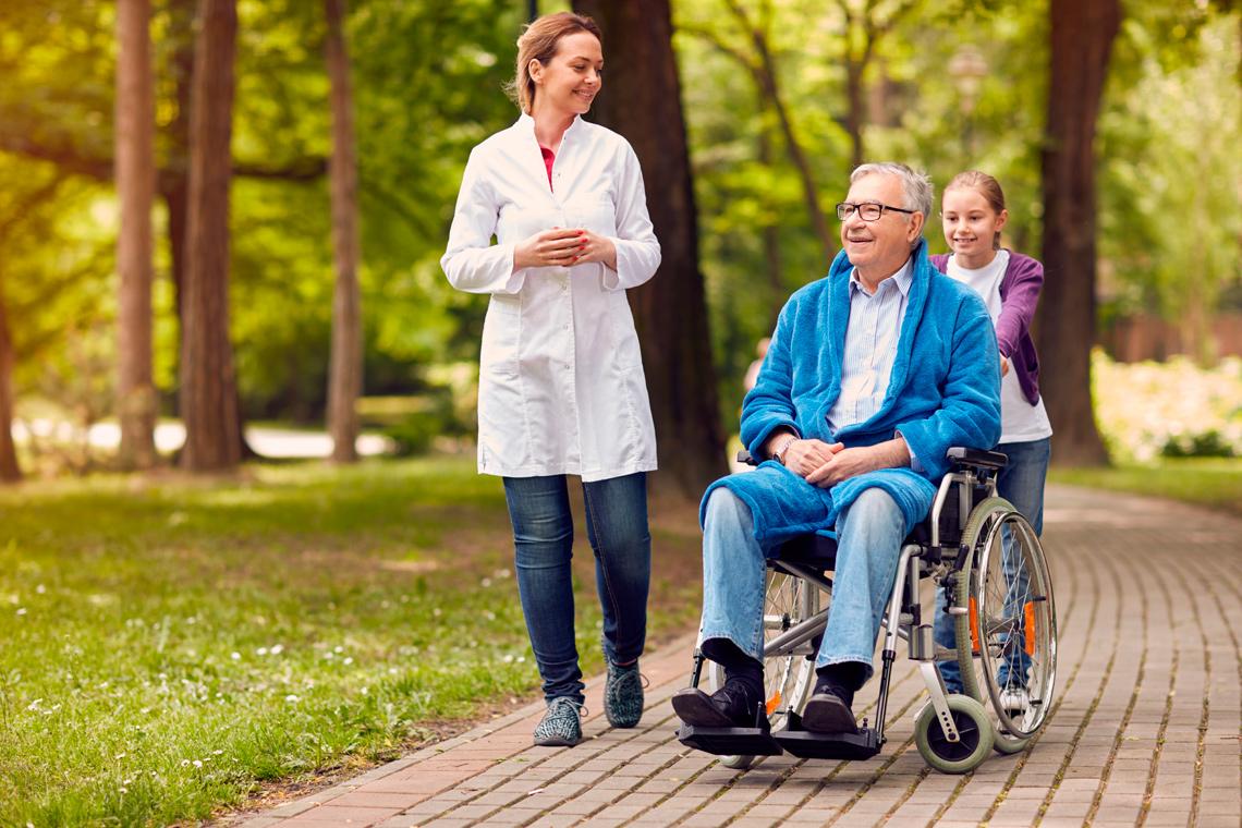 Уход за пожилыми людьми с болезнью Альцгеймера